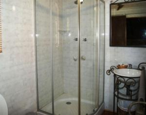 Campsite Lodges Bathroom   Kheis Riverside Lodge   Groblershoop Accommodation